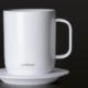 La taza Ember mantiene caliente tu bebida.