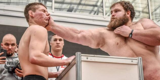 Concurso de bofetadas en Rusia.